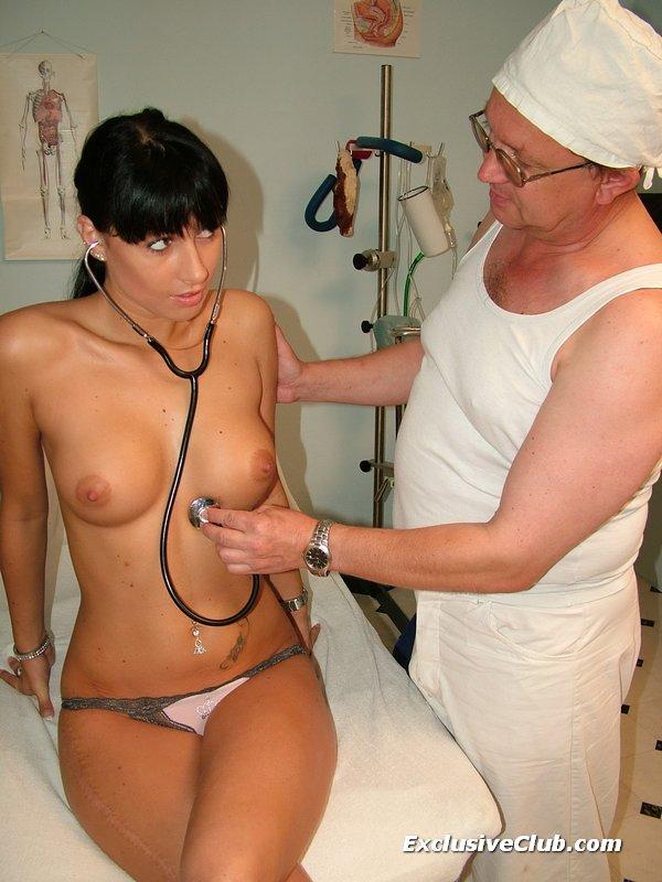 ginekolog-snimaet-trusi